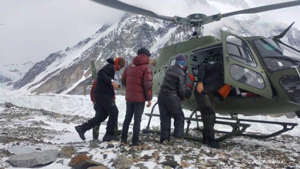 Rafał Froni's evacuation to Skard photo by Zimowa Narodowa Wyprawa na K2