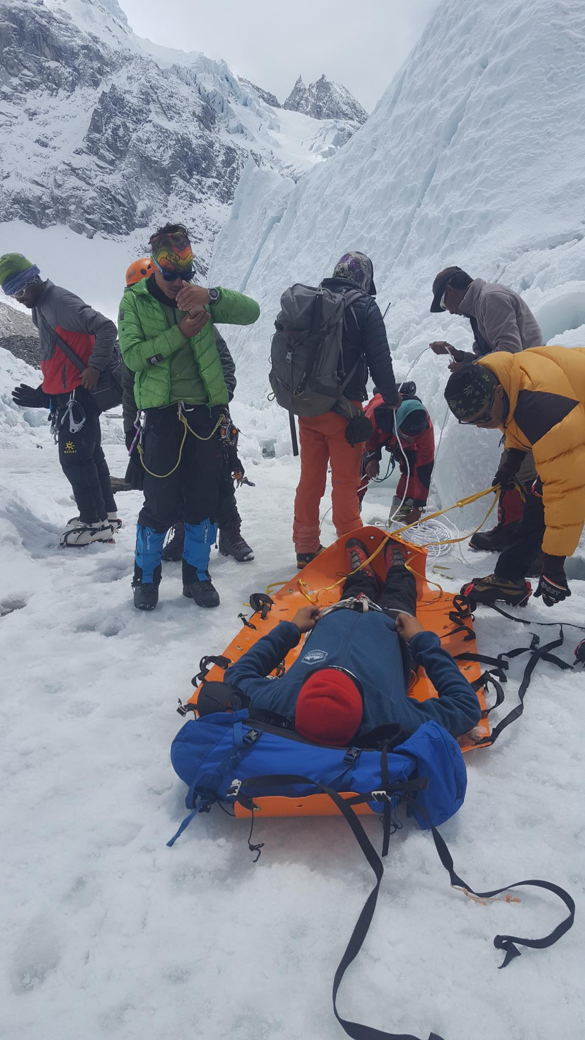 Sst rescue training in the glaciers of everest under the.
