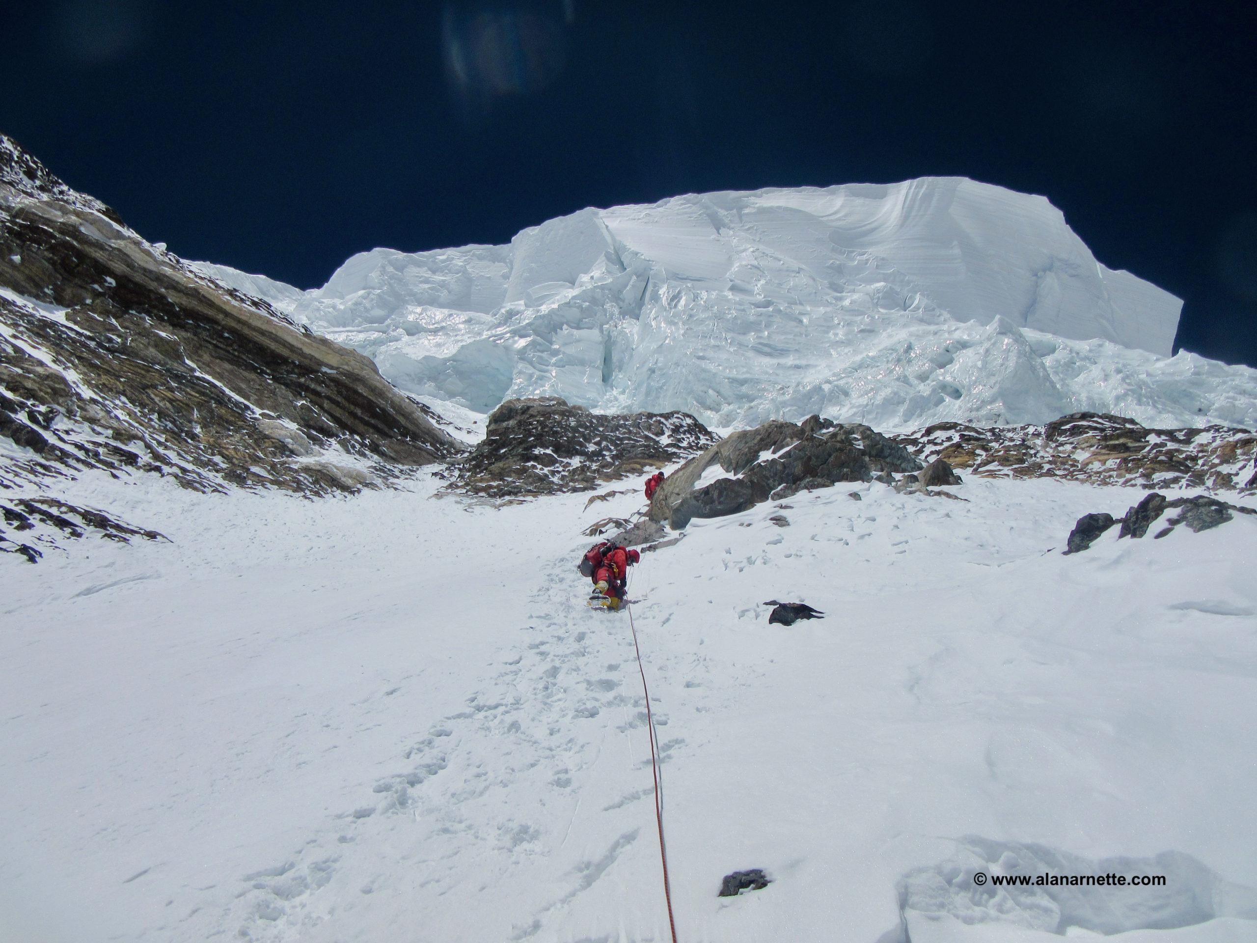 Approaching the Bottleneck Above K2 C4 2014 © www.alanarnette.com